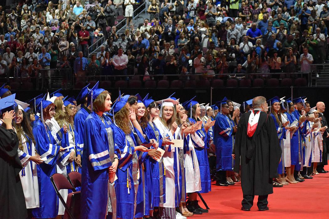 61 estudiantes del CCSD, inscritos en el Colegio del Sur de Nevada, se graduaron de la preparat ...