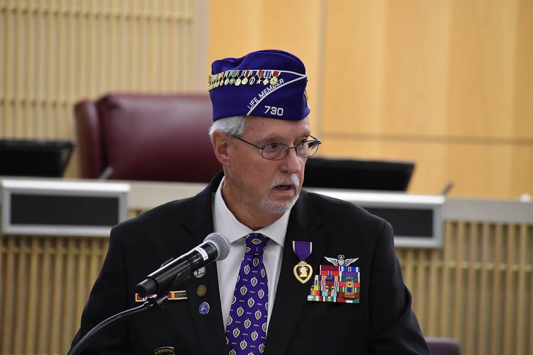 Entregaron el botón para reconocer el heroísmo de los ex militares residentes en el Sur de Ne ...