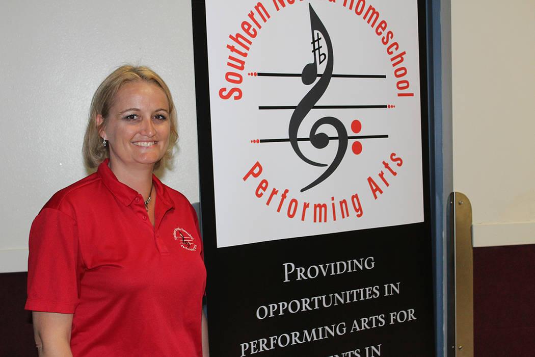 Bonnie Buhler, fundadora de la Escuela de Artes Escénicas, prefiere la escuela en casa por su ...