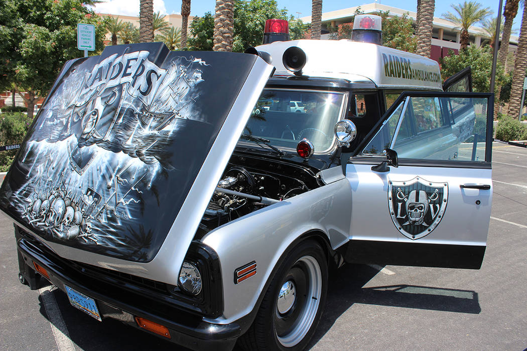 La Ambulancia Raiders, fue exhibida durante el evento y se explicó que en los 70as estuvo en s ...