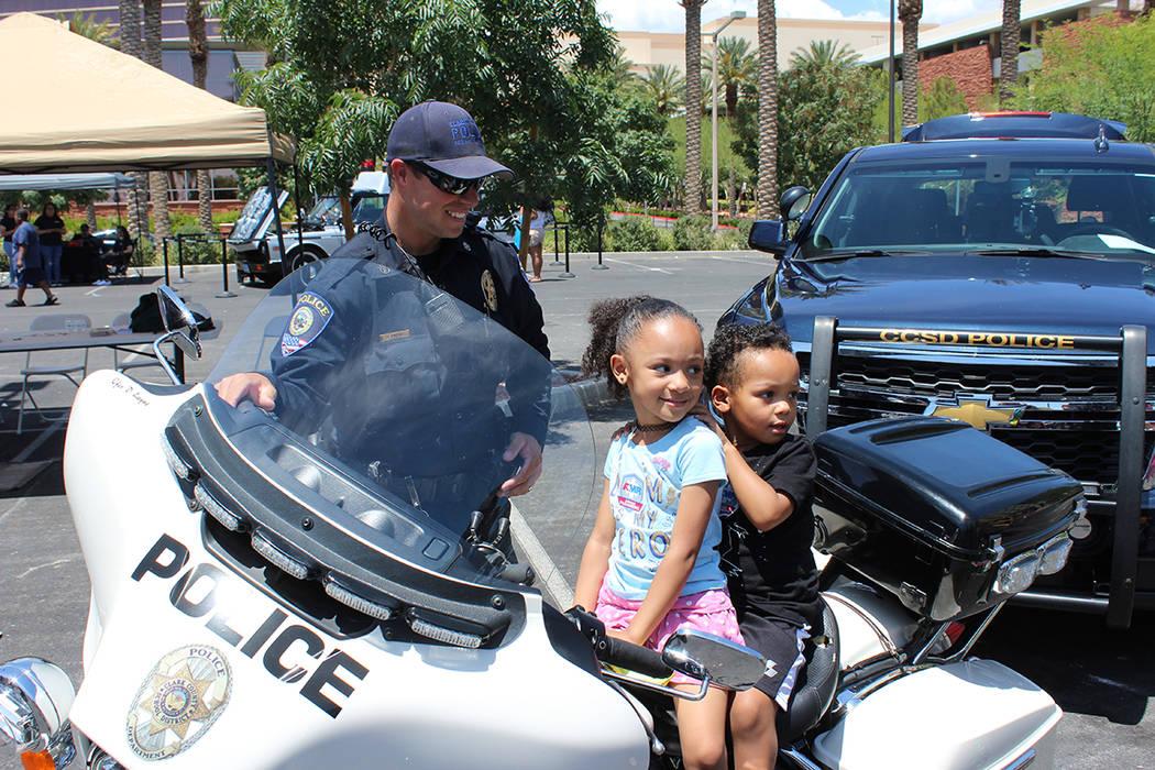 Las familias pudieron conocer servicios de distintas organizaciones vecinas de Las Vegas. Domin ...