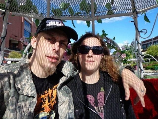 Jerad y Amanda Miller aparecen en una foto publicada en la página de Facebook de Amanda Miller.