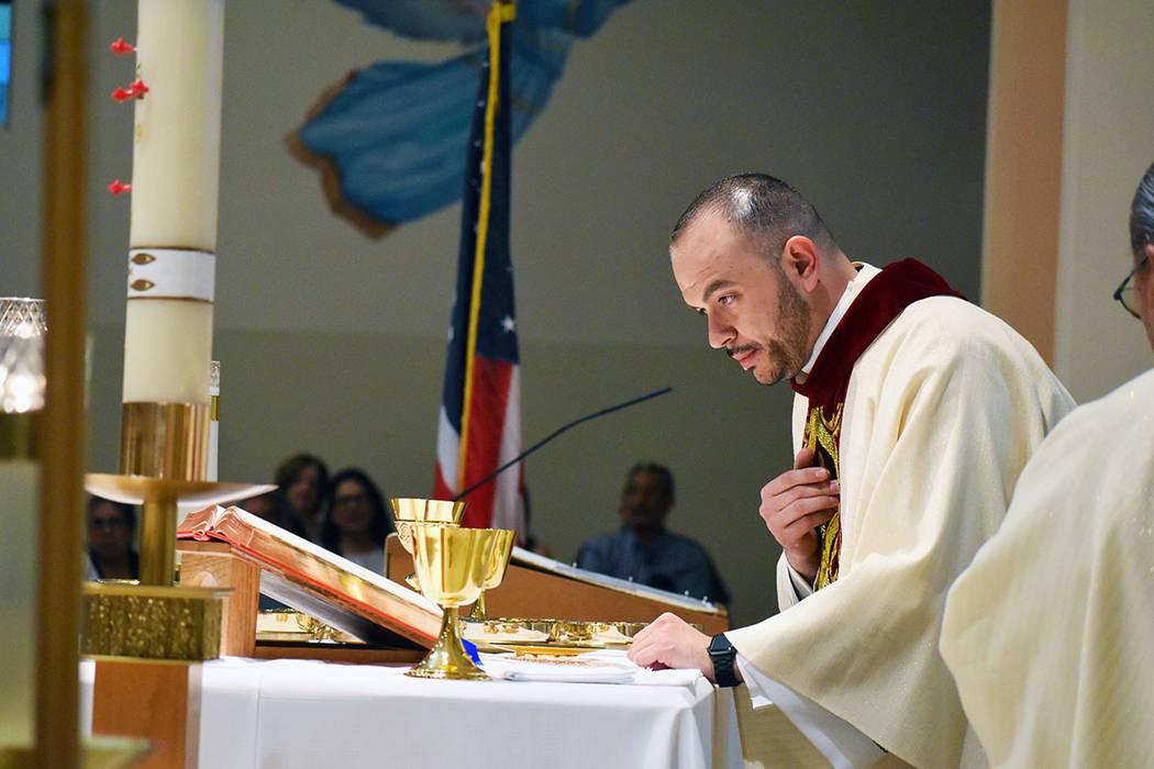 Con una solemne Misa de Acción de Gracias el sacerdote Miguel Corral celebró un año de servi ...