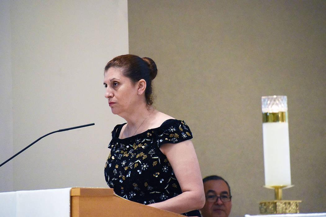 La encargada de la primera lectura en la solemne misa de aniversario fue Eva, hermana de Miguel ...