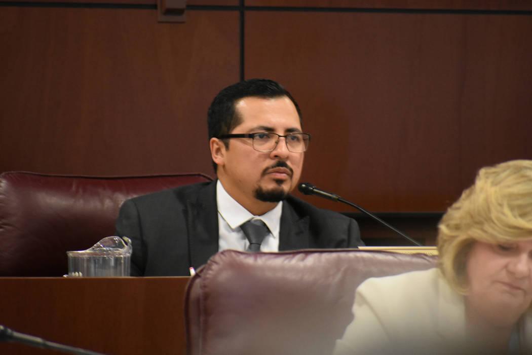 El asambleísta Edgar Flores aportó una ley que abre posibilidad a que más personas sean eleg ...