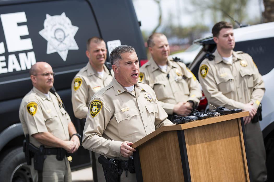 El capitán del Departamento de Policía Metropolitana, Nick Farese, habla durante un evento fu ...