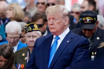 El presidente Donald Trump participa en una ceremonia para conmemorar el 75 aniversario del Dí ...