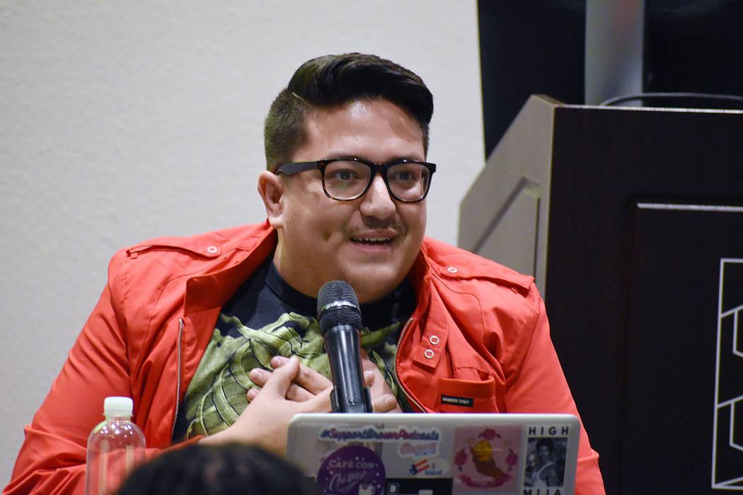 """Justin Favela """"Favyfax"""", es un reconocido artista local. Miércoles 5 de junio de 2019 en el Museo de Arte Marjorie Barrick. Foto Frank Alejandre / El Tiempo."""