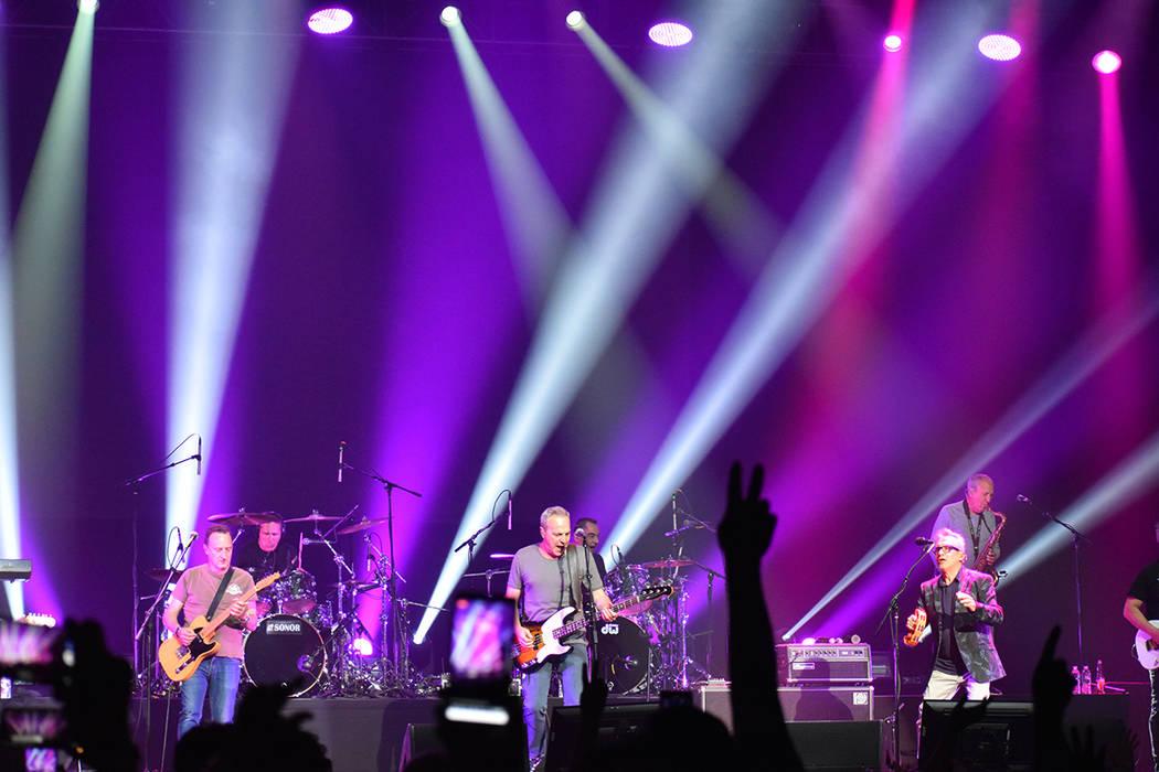 Hombres G y Enanitos Verdes ofrecieron un show espectacular en el inicio de la gira Huevos Revu ...