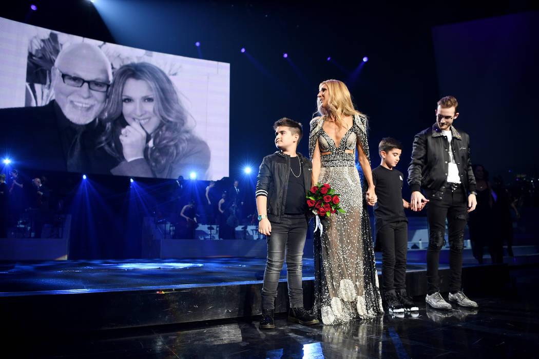 Celine Dion y su hijo Rene-Charles de 18 años y los gemelos Nelson y Eddy de ocho años, estab ...