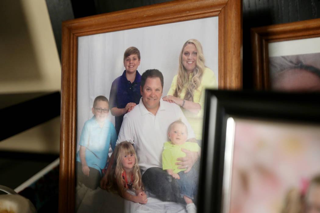 Una foto de la familia Tracy: de izquierda a derecha, Kevin, Colin, Callie, Russell, Meredith y ...