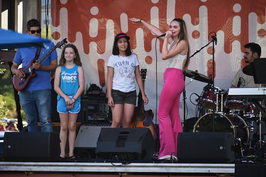 """Noelle Chiodo interactuó con su público durante el inicio de la serie de conciertos """"Summer ..."""