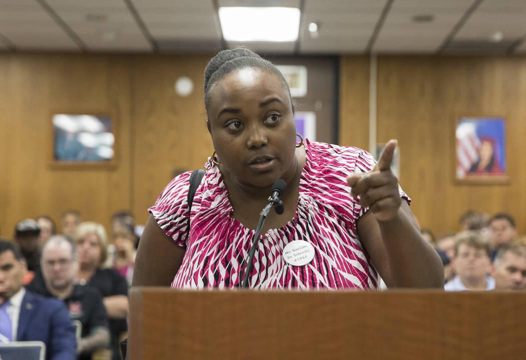 Jshauntae Marshall exige la rendición de cuentas de la Junta de Fideicomisarios del Distrito E ...