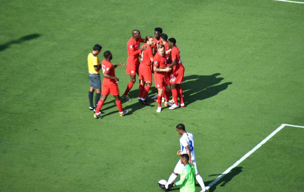 La Selección de Canadá festeja el primer gol del partido ante Martinica. Sábado 15 de junio ...