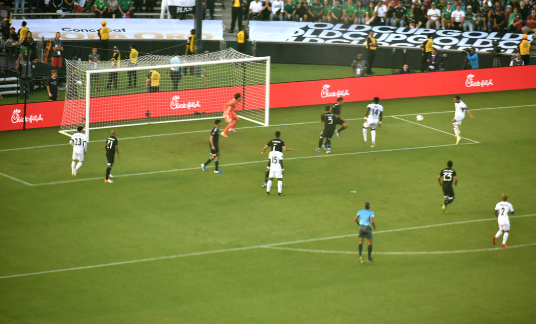 México goleó 7-0 a Cuba en el inició de la edición número 15 de la Copa Oro. Sábado 15 de ...