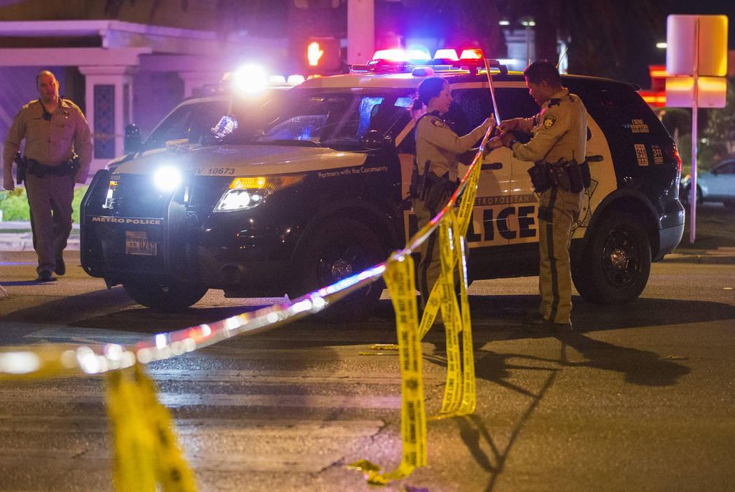 La policía de Las Vegas investiga un tiroteo con un oficial involucrado en el área de West Sa ...