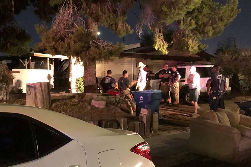 Dos personas sufrieron de inhalación de humo al este de Las Vegas Valley en la cuadra 2000 de ...