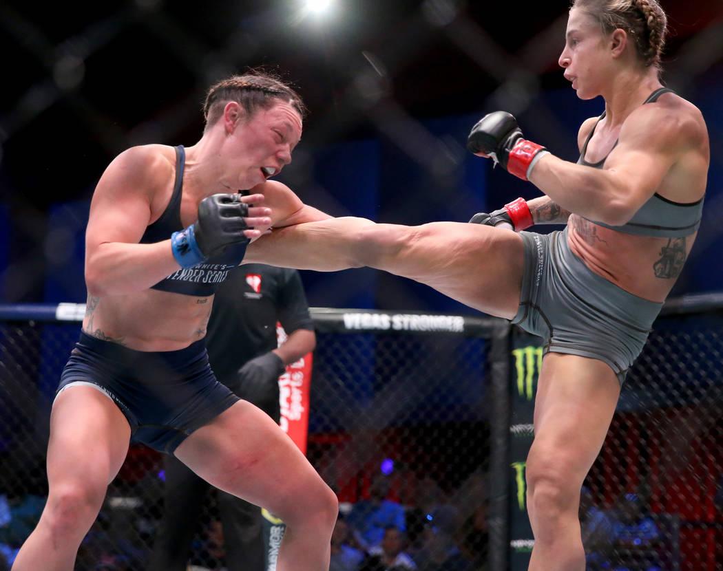 Hannah Goldy patea a Kali Robbins en la segunda ronda de su pelea de peso paja en la semana ina ...