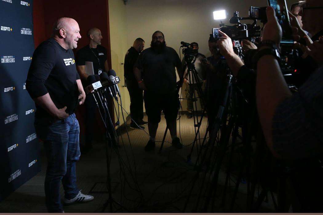 El presidente de Ultimate Fighting Championship, Dana White, habla con los medios sobre la sema ...