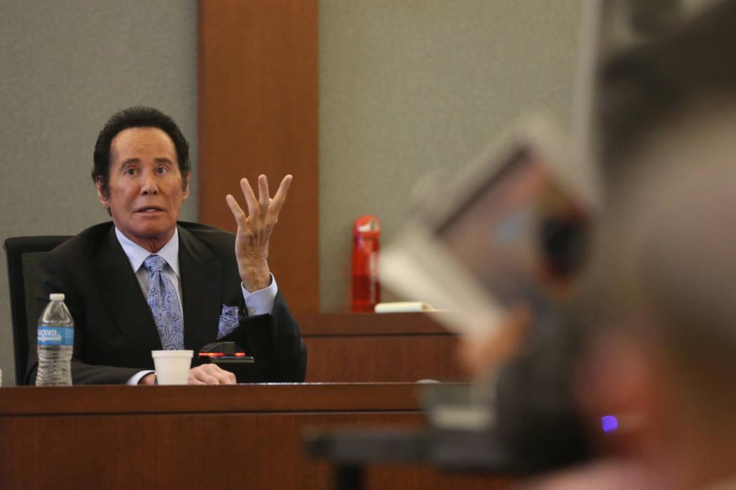 Wayne Newton, toma el estrado de los testigos en el caso del Estado de Nevada contra Weslie Mar ...