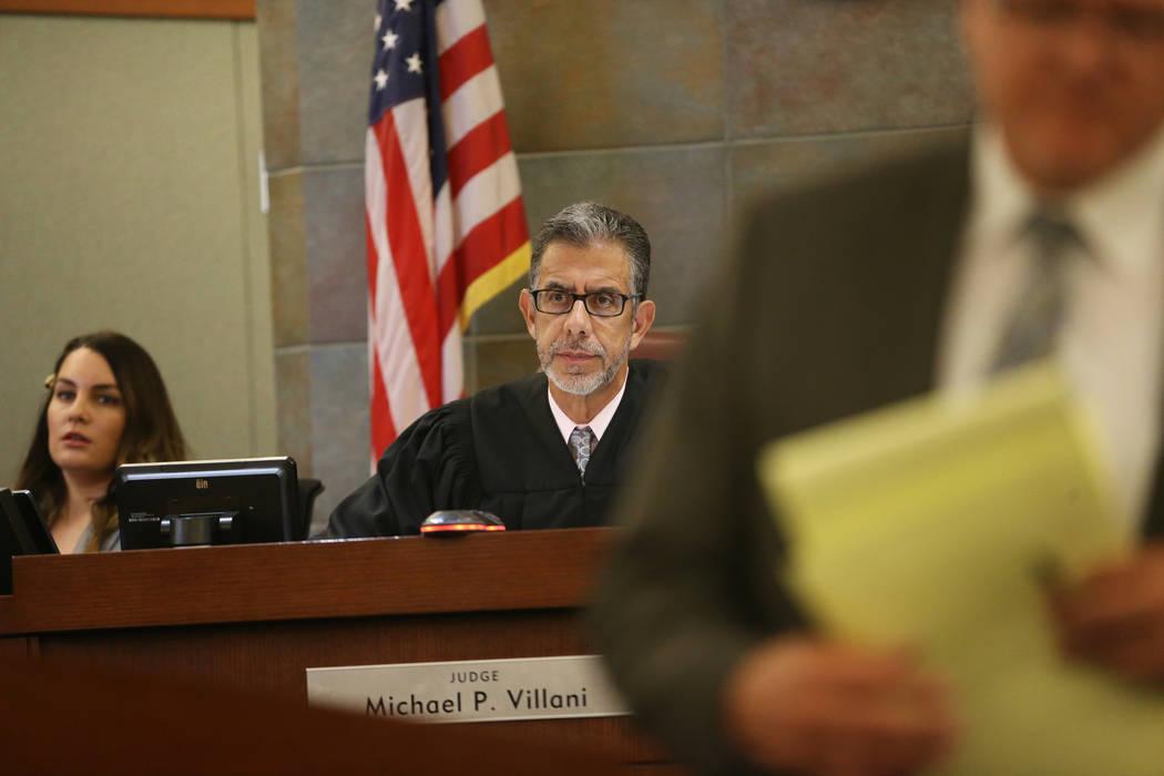 El juez de distrito Michael Villani escucha en el caso del Estado de Nevada contra Weslie Marti ...
