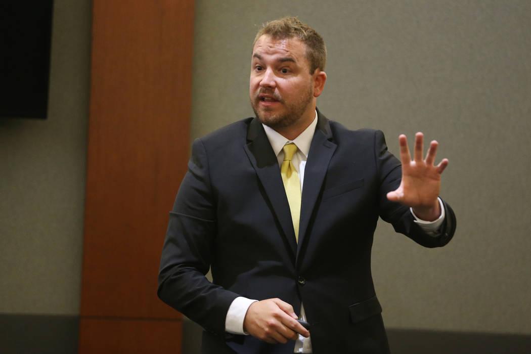 El fiscal de distrito adjunto Jory Scarborough da declaraciones de apertura en el caso del Esta ...