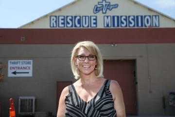 Heather Engle, directora ejecutiva de la Misión de Rescate de Las Vegas, en las instalaciones ...