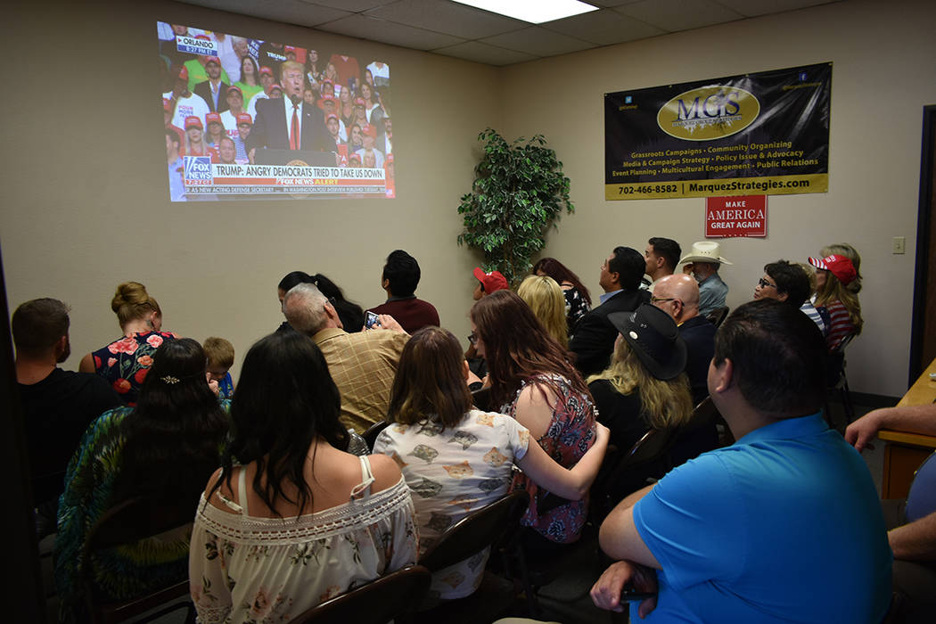 Los asistentes aplaudieron las declaraciones del presidente Trump en un evento para presenciar ...