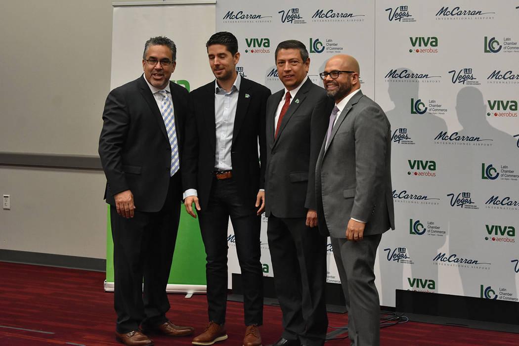 Juan Carlos Zuazua (director general de Viva Aerobus), Jeremy Agüero (director de Applied Anal ...