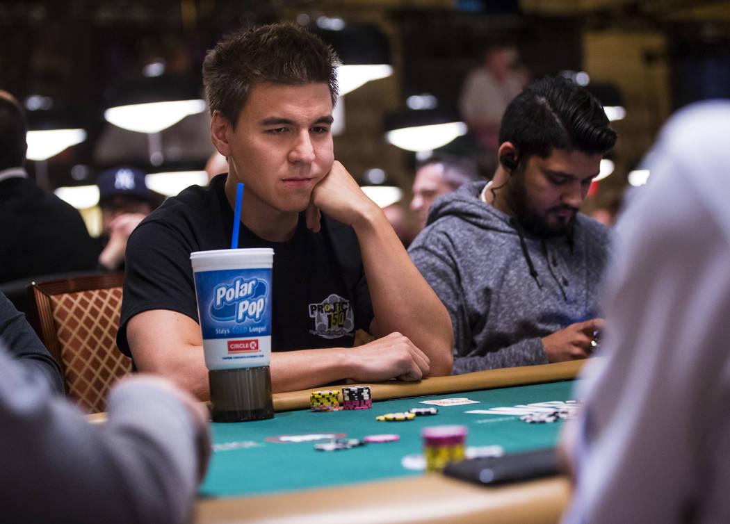 """El residente de Las Vegas y sensación de """"Jeopardy!"""" James Holzhauer compite en el torneo No-L ..."""
