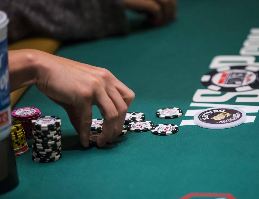 """El residente de Las Vegas y sensación de """"Jeopardy!"""" James Holzhauer reúne sus fichas despué ..."""