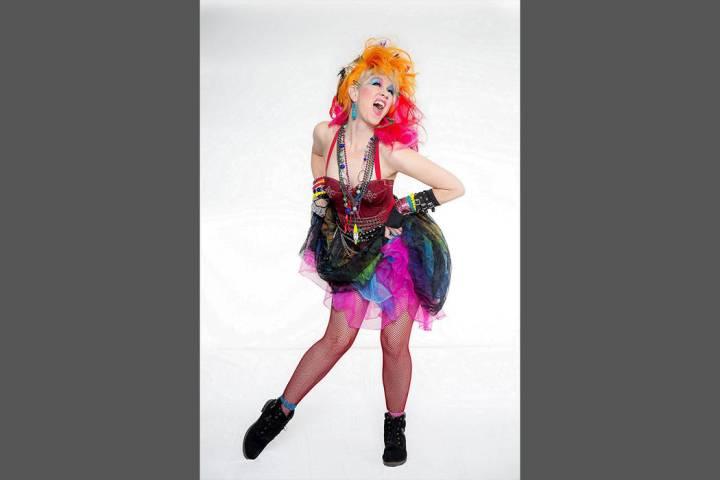 """Nellie Norris muestra """"True Colors"""" en el colorido homenaje a Cyndi Lauper. [Foto Cortesía]"""