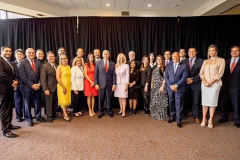 La lista de miembros clave de la junta asesora de 'Latinos por Trump' incluye a tres reside ...