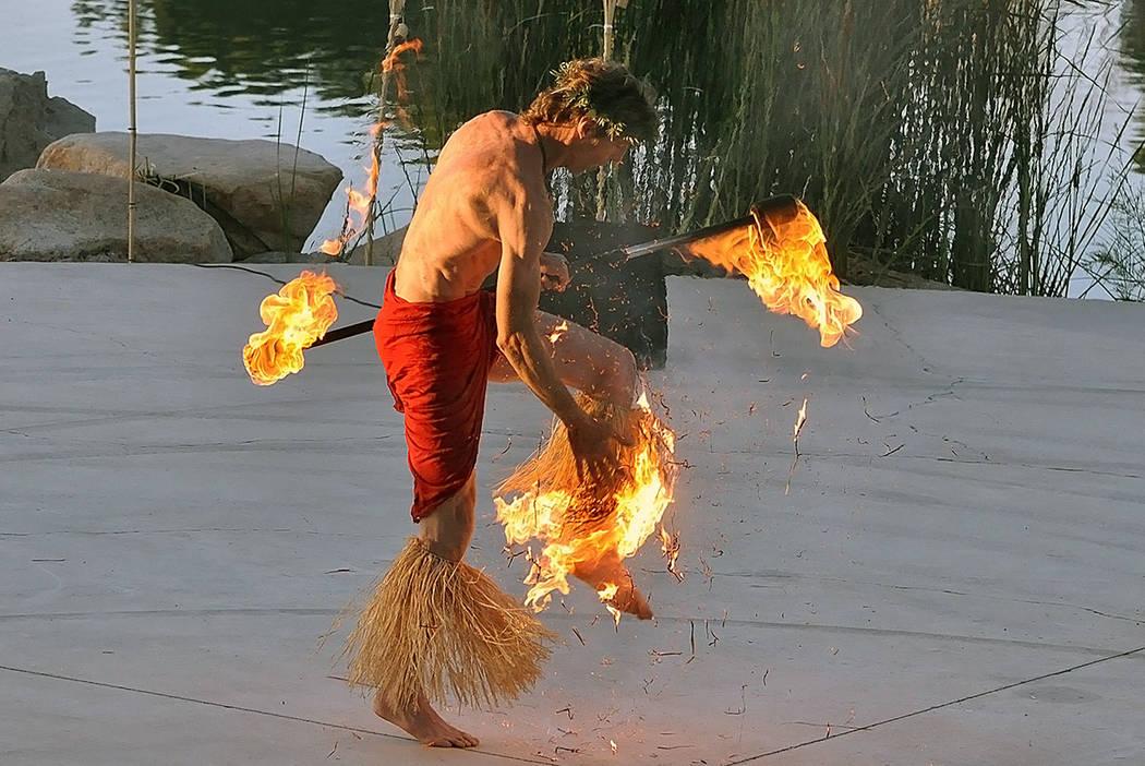 Se ha creado una página de GoFundMe para Mark Bolyea, un bailarín de fuego que sufrió graves ...