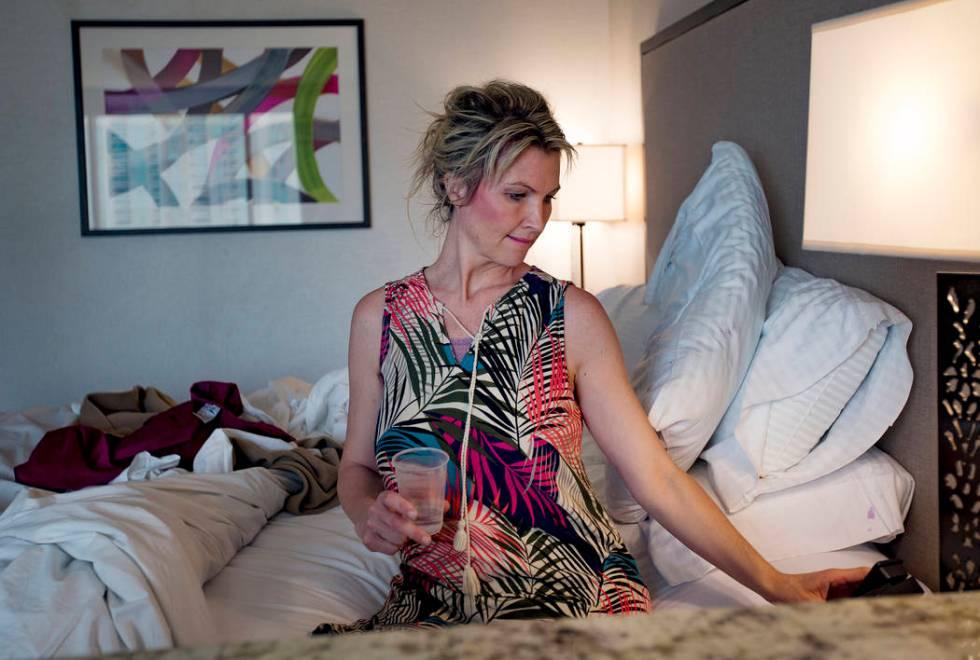 Kari Monson cuelga después de que el personal del hotel y casino Suncoast en Las Vegas llamó ...