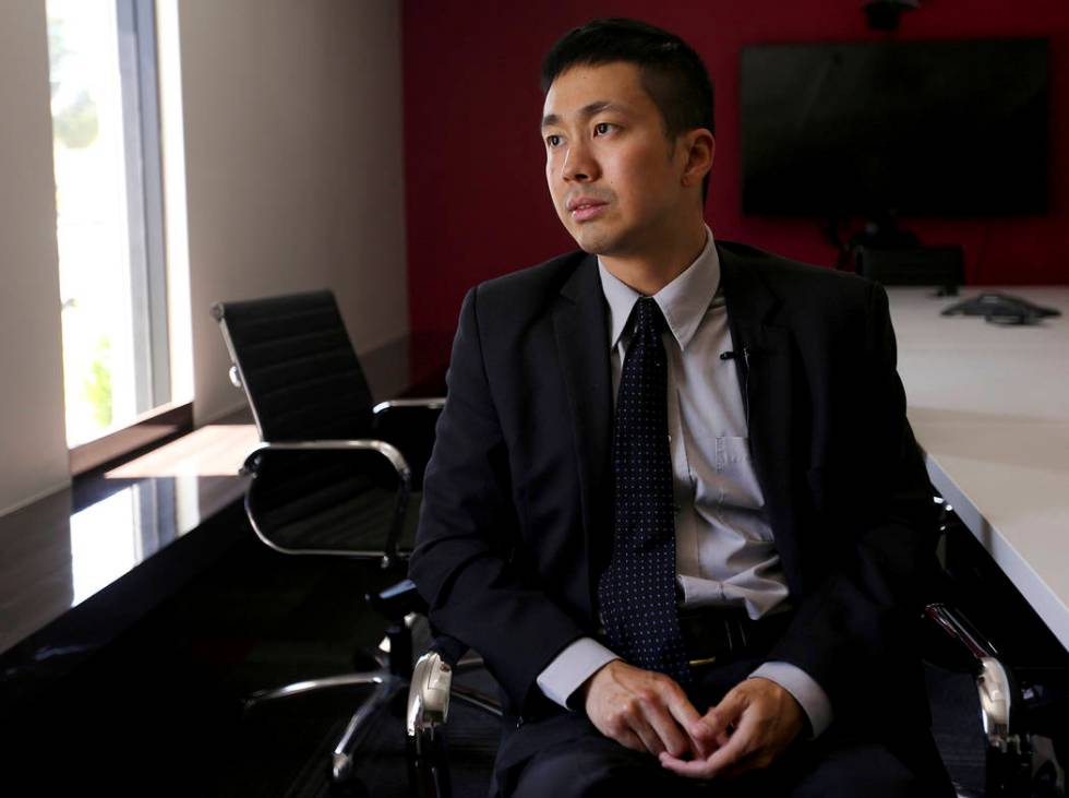 El abogado Ron Sung habla con el Review-Journal en Nevada Legal Services en Las Vegas, el marte ...