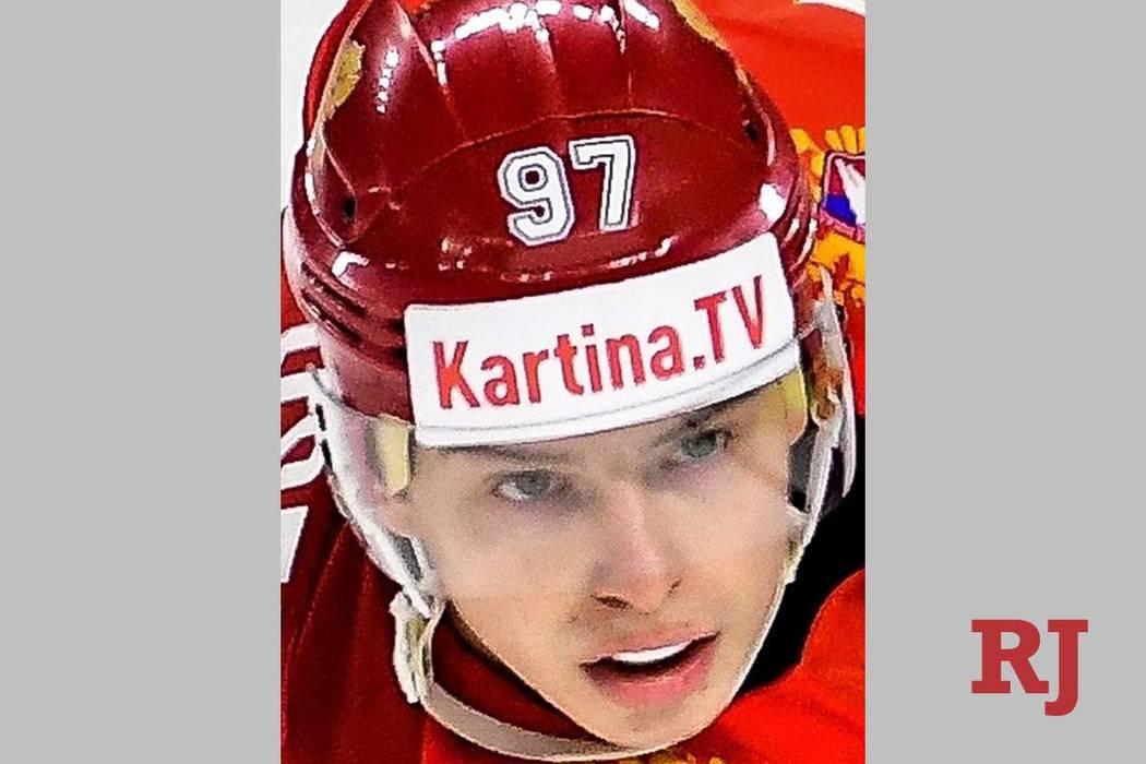 Nikita Gusev de Rusia en el partido de la fase de grupos del Campeonato Mundial de Hockey sobre ...