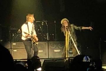 """Se muestra a Paul McCartney y Steven Tyler interpretando """"Helter Skelter"""" en el concierto """"Fres ..."""