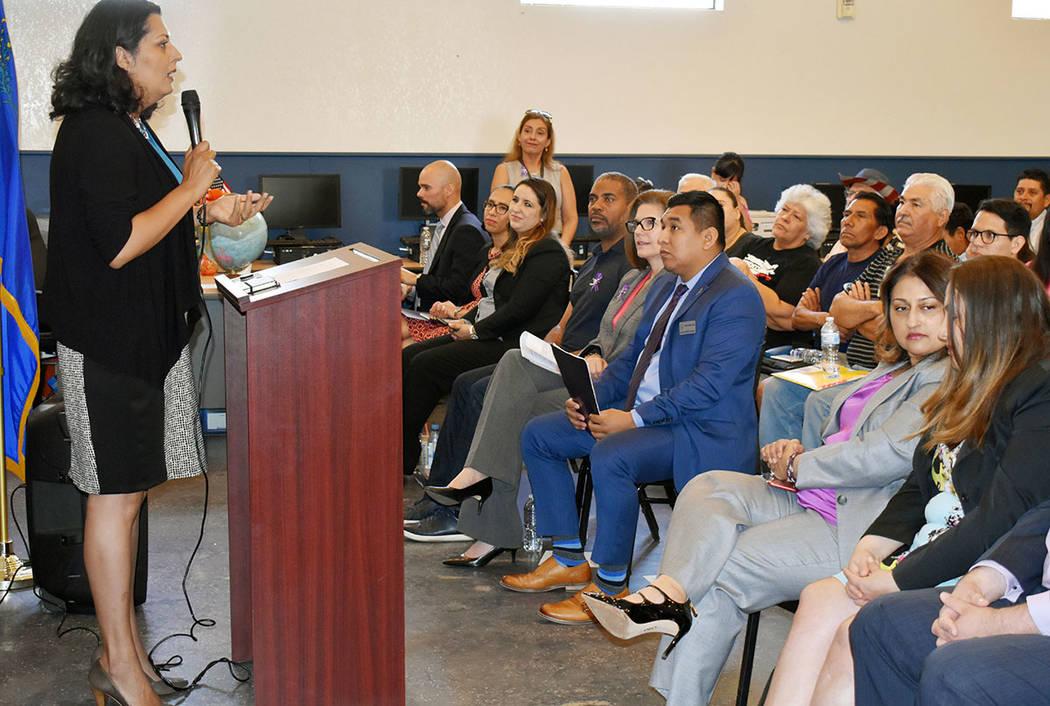 Olivia Díaz, concejal por el Distrito 3 de la Ciudad de Las Vegas participó en el foro inform ...