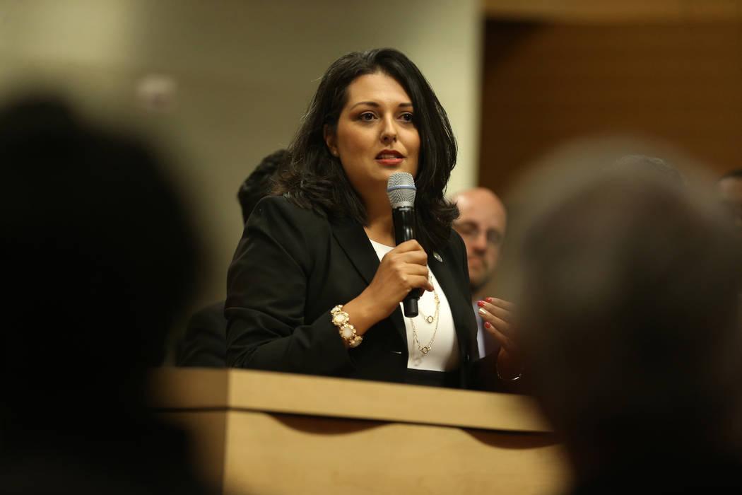 La nueva concejal Olivia Díaz, da su discurso después de tomar protesta en el Ayuntamiento de Las Vegas el miércoles, 3 de julio de 2019. (Erik Verduzco / Las Vegas Review-Journal) @Erik_Verduzco