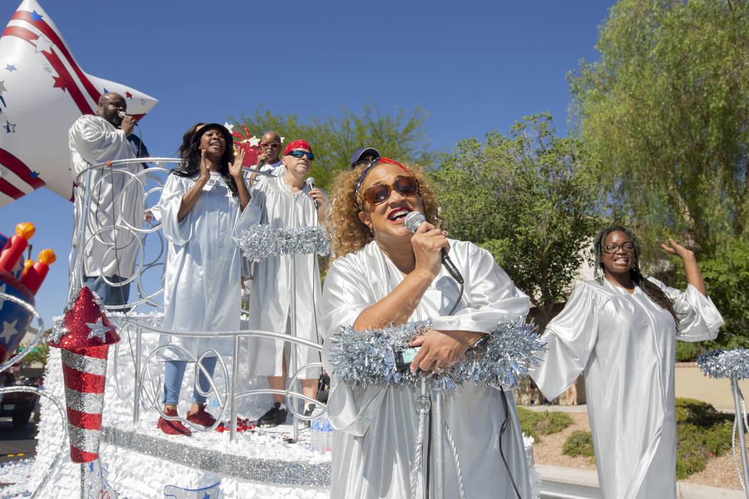 El 4 de julio de 2019 en Las Vegas, los cantantes de soul se presentan durante el 25º desfile ...