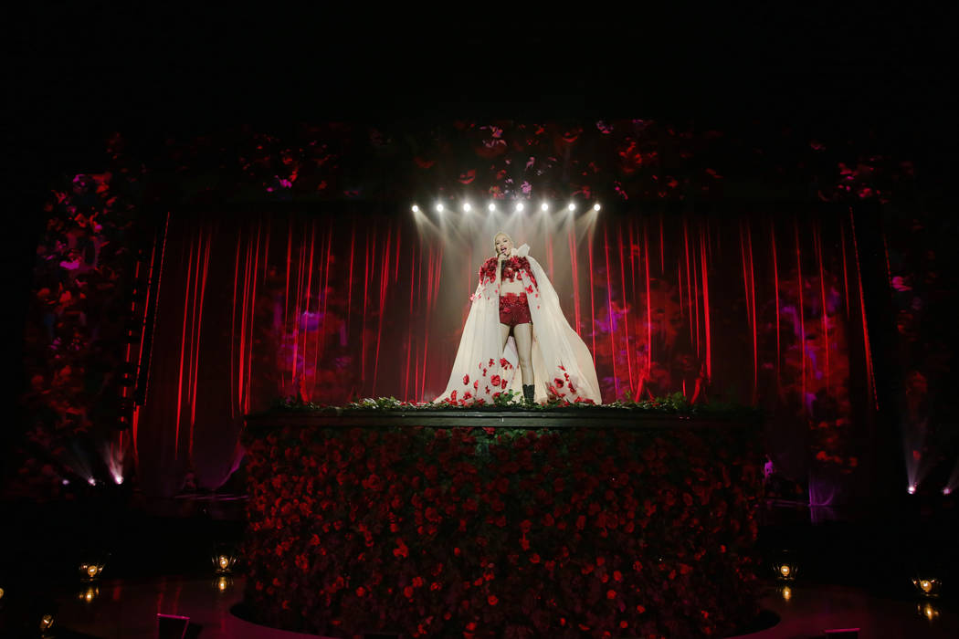 Gwen Stefani, show principal del teatro Zappos de Planet Hollywood, se muestra durante su produ ...