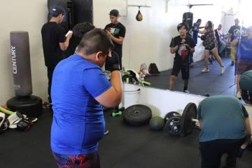 Néstor Vargas, Néstor Vargas Jr. y Bernardo Luna son los entrenadores del gimnasio. Sábado 6 ...
