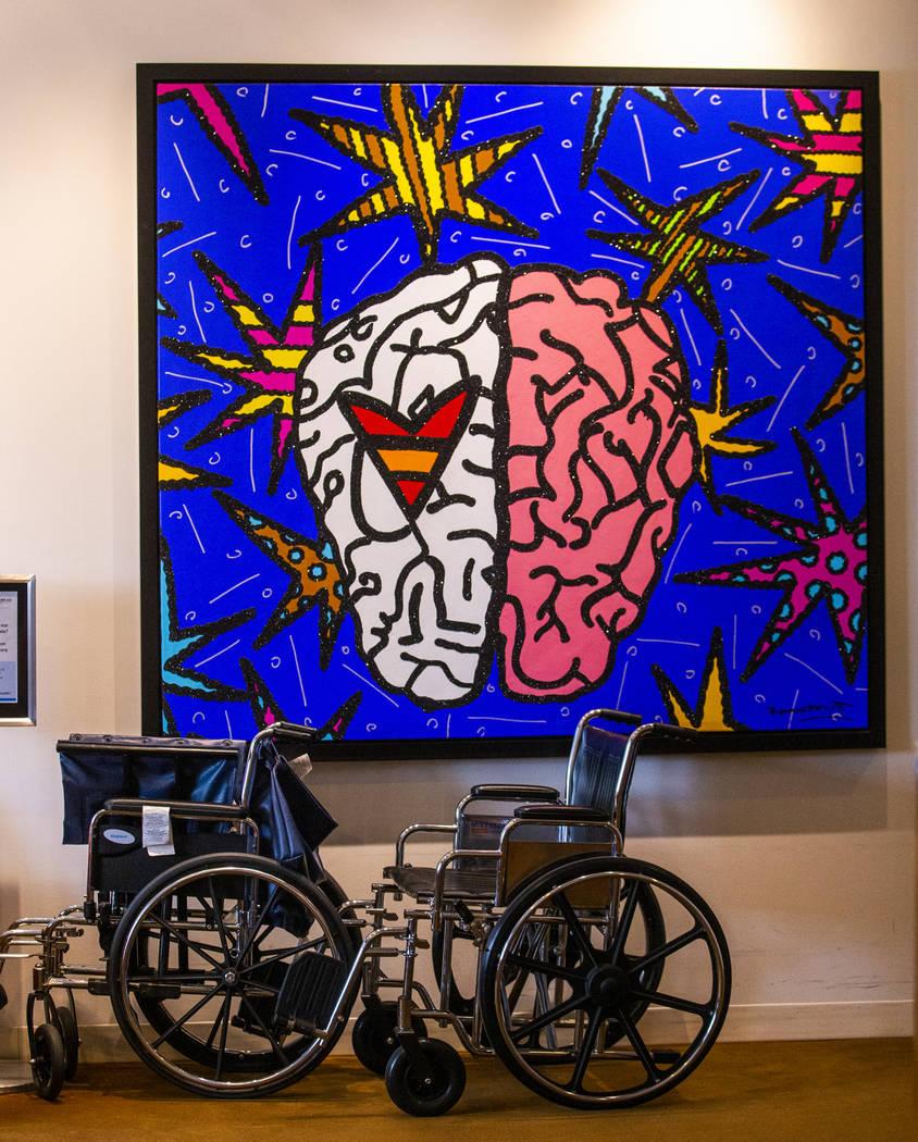 Sillas de ruedas estacionadas en la Clínica Cleveland Lou Ruvo Center for Brain Health en Las ...