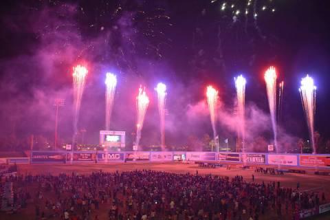 Los fuegos pirotécnicos iluminaron el cielo nevadense, la celebración del Día de la Independ ...