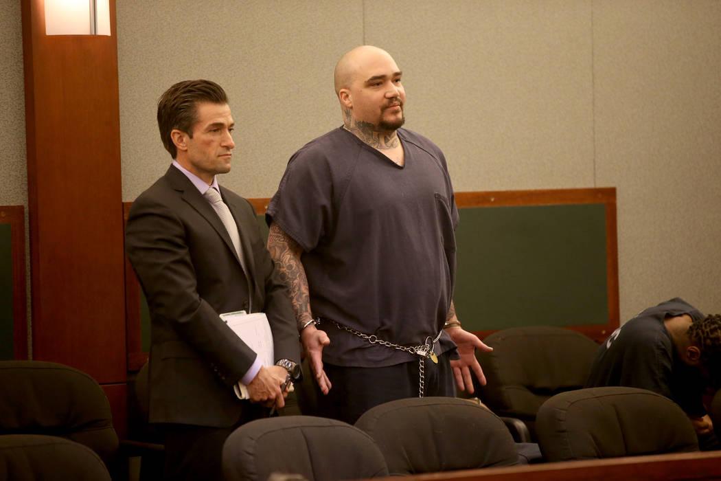 Christopher J. Weygant II, derecha, aparece con su abogado Abel Yanez en el tribunal en el Cent ...