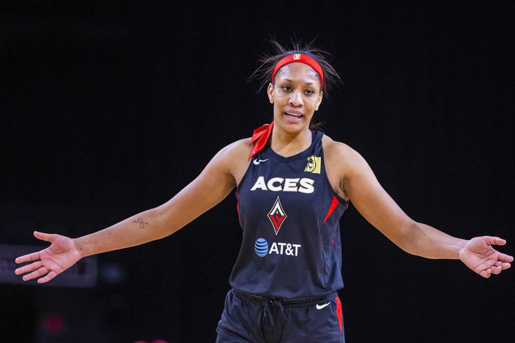 La centro de las Aces de Las Vegas, A'ja Wilson (22), se muestra complacida con su actuación s ...