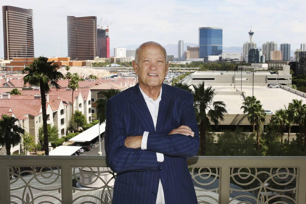 John Knott, corredor del grupo CBRE, posa en su condominio de Las Vegas el viernes 14 de junio ...