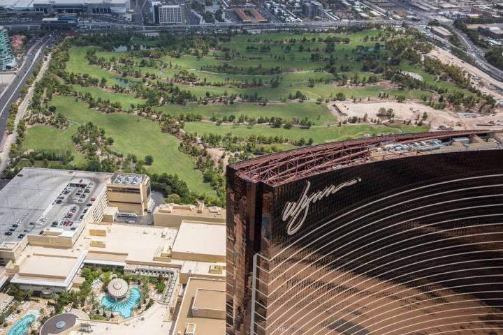 Foto aérea deL Wynn Las Vegas y la construcción del nuevo campo de golf el miércoles 22 de a ...