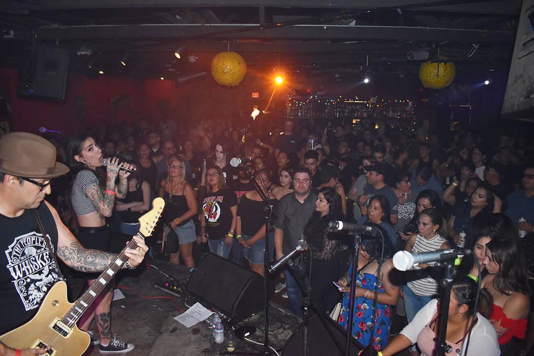 The Scoundrels, encabezados por su vocalista Bianca Hernández, provocaron emociones entre el p ...